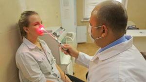 Процедура физиотерапии лазером