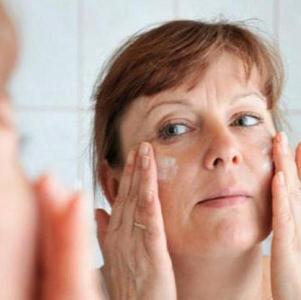 Насколько эффективно применение Гепариновой мази от морщин