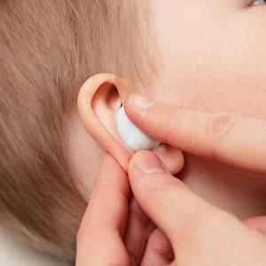 Применение турунд в ухо