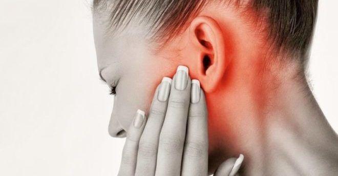 Боль в ушах, как проявление отита