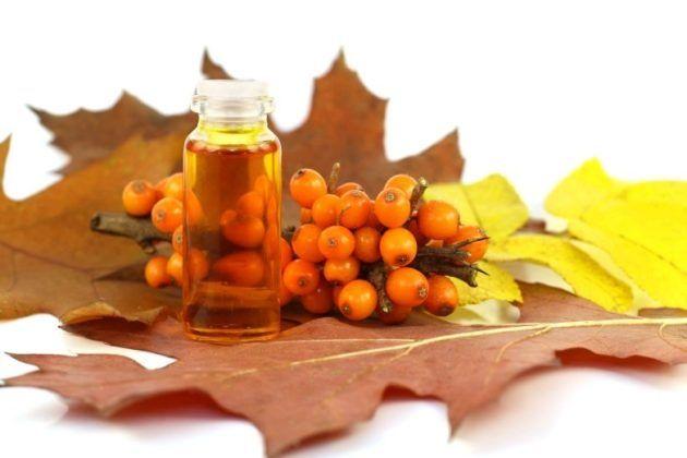 Облепиховые масло используют для закапывания носа при насморке