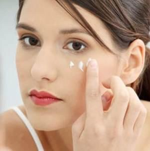 Антивозрастная косметика: обзор кремов от морщин вокруг глаз
