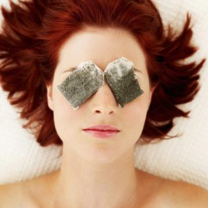 Причины развития псориаза на глазах, симптоматика и лечение