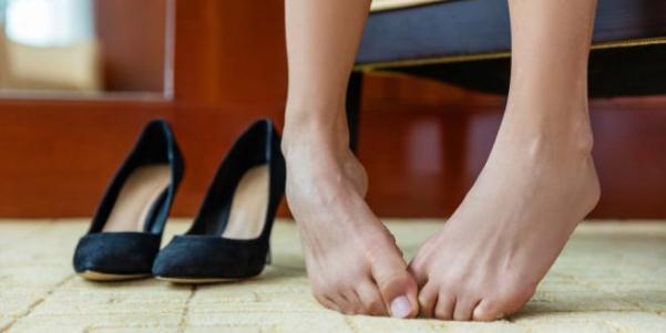 Как быстро избавиться от излишней потливости ног