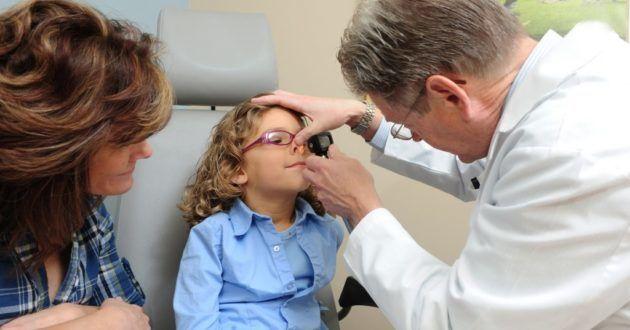 Инородные частицы в носу у ребенка