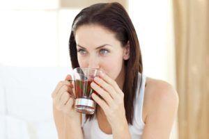 При потере голоса рекомендуется пить тёплые жидкости