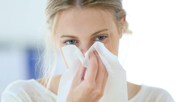 При заложенности носа врач может отправить пациента на диагностику