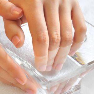 Желтеют ногти на руках и ногах: причины и методы лечения