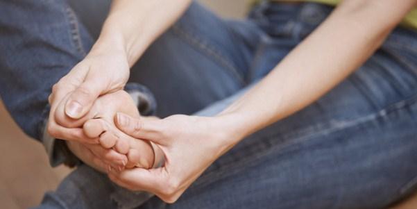 Как удалить мозоль с корнем на пальце и подошве стопы, фото