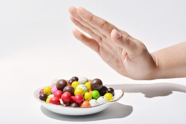 Что бы избежать инфекции в ушах откажитесь от сладкого