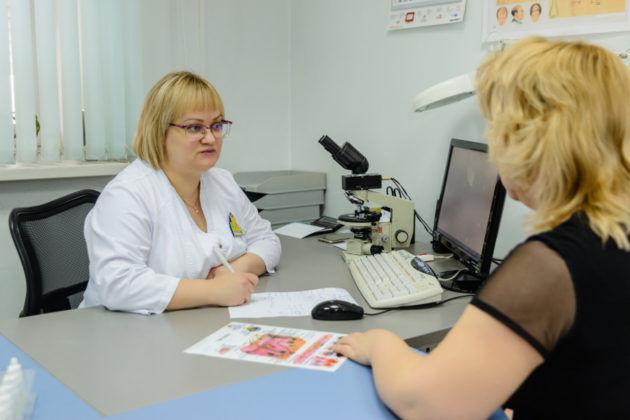 Консультация врача при длительном насморке или чихании