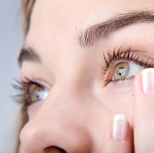 Простые способы избавления от пигментных пятен под глазами