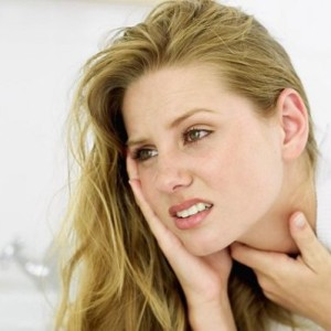 Что делать при ожоге горла — первая помощь, особенности проведения терапии