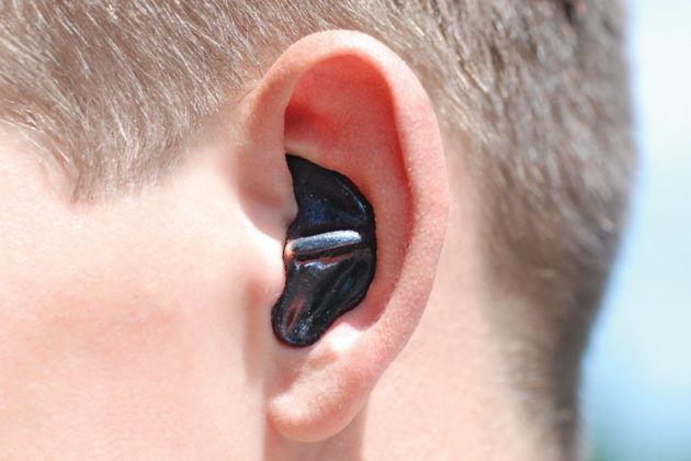Во избежания попадания воды в уши - используйте специальные беруши