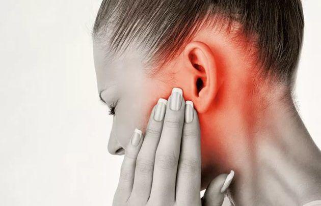 Патологии ушной раковины или же застой серы в ушах, могут быть причиной неприятного запаха