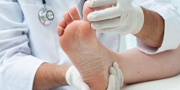Покраснение и шелушение кожи на ногах