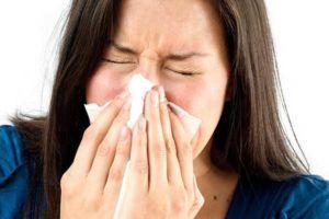 При начальных стадиях заболевания человек испытывает сильное жжение в носовых пазухах