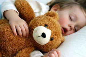 При незначительном увеличении аденоидов нарушается дыхание и сопровождается хрипом во время сна