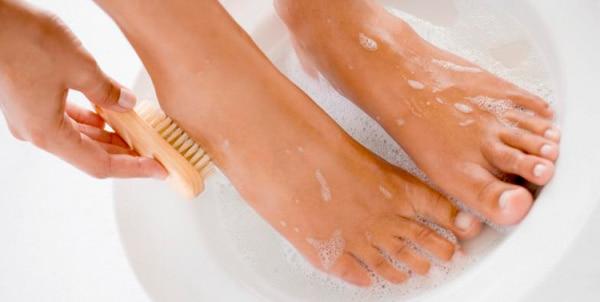 Как правильно распарить ноги при натоптышах