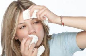 Из-за присутствия инородного тела в носу может возникнуть насморк