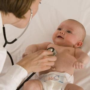 Герпес на губах у ребенка: причины, симптоматика, методы лечения и профилактики