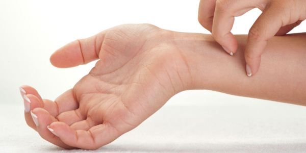 Дерматит между пальцами рук фото