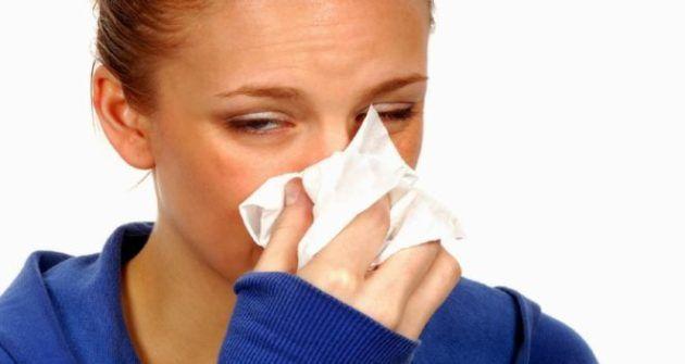 При простудном рините не стоит откладывать визит к врачу