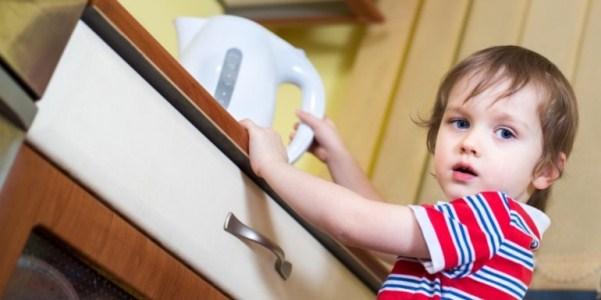 Ожоги у детей кипятком: первая помощь, лечение