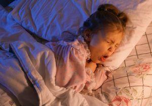 При сильном увеличении аденоидов наблюдается приступ удушающего кашля