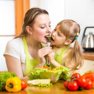 Особенности питания при дерматите у взрослых и детей