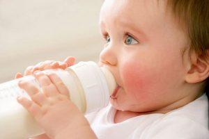Детям до трех лет категорически запрещено полоскать горло